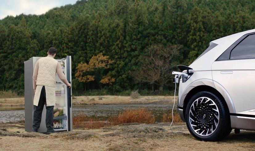 Ioniq 5, mẫu xe điện mới của Hyundai, có thể làm nhiều thứ hơn là một chiếc xe ô tô điện thông thường. Đó là những gì hãng xe Hàn Quốc Hyundai đang cố quảng bá.