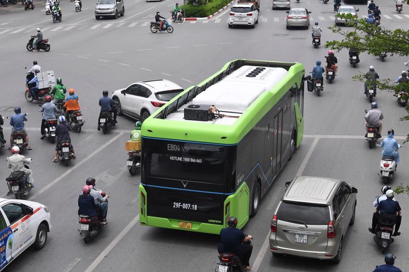 Một số xe buýt điện VinBus đãbắt đầu chạy thử nghiệmtrênmột số tuyếnphốtrong nội đôTPHà Nội
