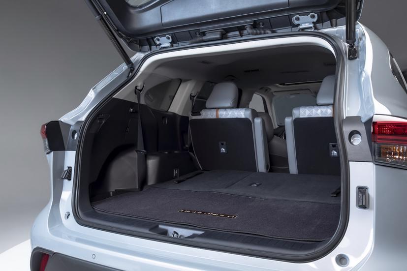 Ngắm Toyota Highlander 2022 phiên bản đặc biệt màu vàng đồng - Ảnh 12