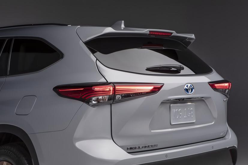 Ngắm Toyota Highlander 2022 phiên bản đặc biệt màu vàng đồng - Ảnh 9