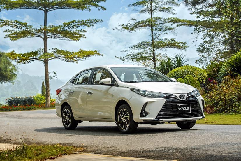 """Mẫu xe """"quốc dân"""" Toyota Vios đang được hãng xe Nhật Bản ưu đãi 30 triệu đồng thông qua chương trình hỗ trợ lệ phí trước bạ."""
