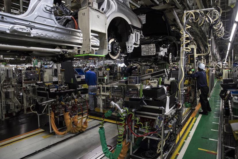 Nhân viên của Toyota Motor Corp. làm việc tại nhà máy ở Aichi, Nhật Bản. Ảnh: Shiho Fukada / Bloomberg