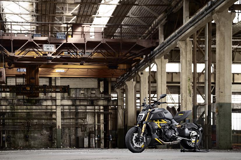 Ducati Diavel 1260 S 2022: Màu đẹp, nhiều trang bị hấp dẫn - Ảnh 1