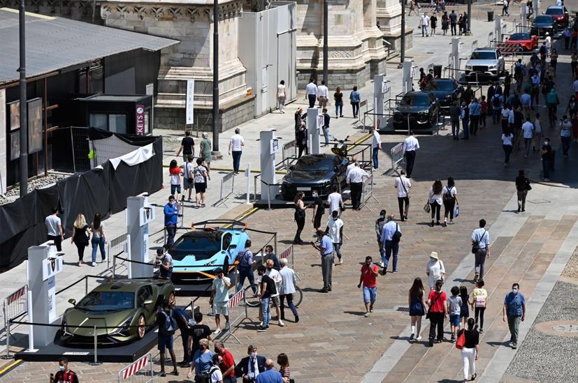 Người giàu đổ xô mua sắm, Lamborghini sắp bán hết xe - Ảnh 1