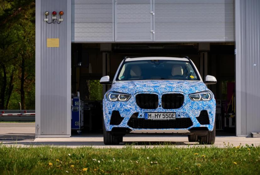 BMW i Hydrogen Next chạy pin hydro lộ diện trên đường - Ảnh 4