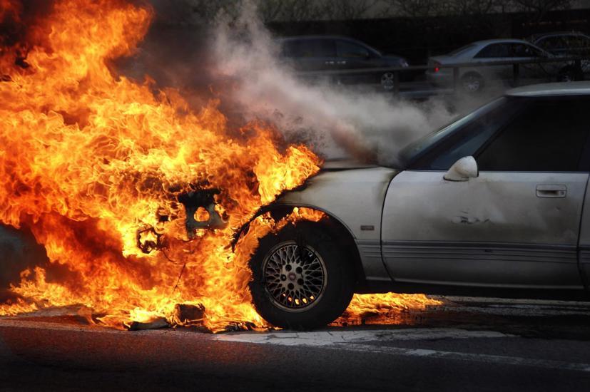 Hỏa hoạn, kiện tụng, triệu hồi: Các hãng xe tốn hàng tỷ USD với xe điện - Ảnh 1