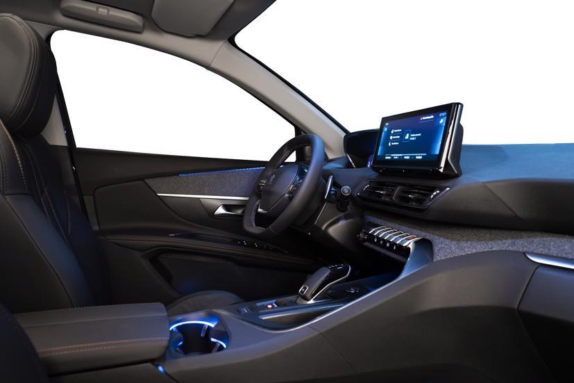 Không gian nội thất trên New Peugeot 3008 duy trì triết lý thiết kế New i-Cockpit cùng các tinh chỉnh nhằm gia tăng tiện nghi cho người dùng.