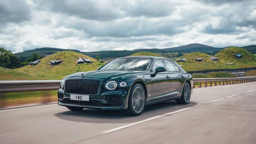 Bentley Flying Spur Hybrid 2022 hé lộ: Hiệu suất gần bằng động cơ V8 - Ảnh 1