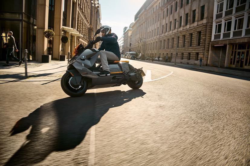 BMW ra mắt scooter điện tương lai CE 04 giá khởi điểm 11,795 USD - Ảnh 12
