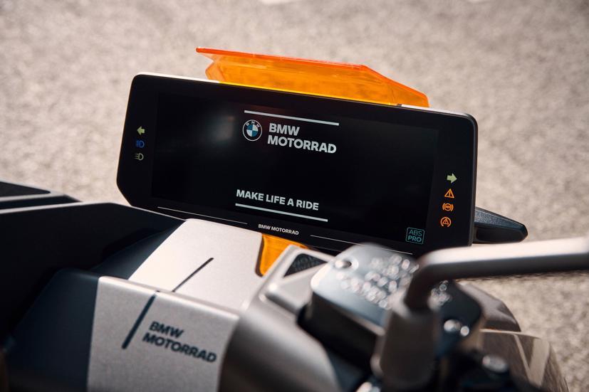 BMW ra mắt scooter điện tương lai CE 04 giá khởi điểm 11,795 USD - Ảnh 10