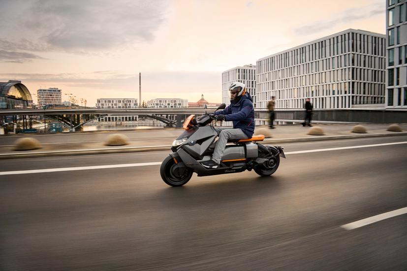 BMW ra mắt scooter điện tương lai CE 04 giá khởi điểm 11,795 USD - Ảnh 1