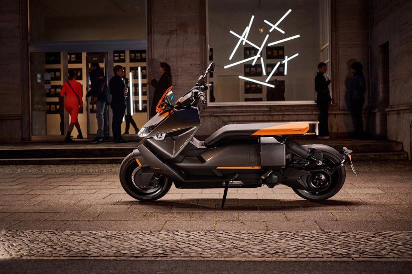 BMW ra mắt scooter điện tương lai CE 04 giá khởi điểm 11,795 USD - Ảnh 11