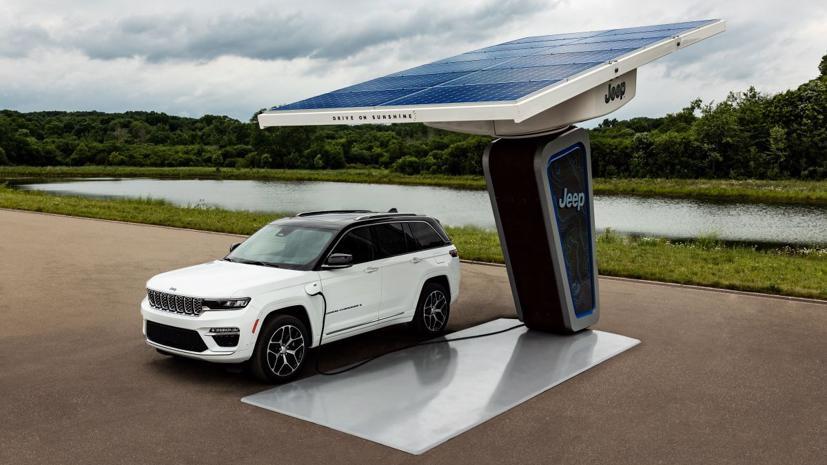 Đây là mẫu Grand Cherokee 4xe được trình diễn lần đầu tiên trong Ngày hội xe điện Stellantis 2021.
