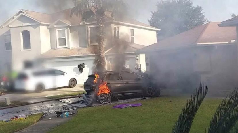 Sau vụ xe điện Chevrolet Bolt bốc cháy, hãng xe Mỹ khuyến cáo khách hàng không được sạc pin cho xe khi không có người trông coi và không được sạc pin cho xe qua đêm.