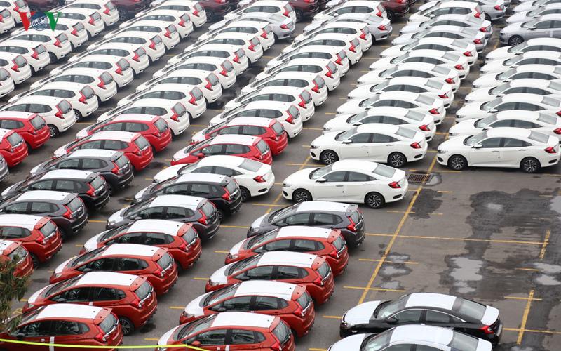Trong 6 tháng đầu năm 2021, lượng ô tô nhập khẩu nguyên chiếc về Việt Nam đạt 81.107 chiếc các loại, tăng 100,5% so với cùng kỳ năm ngoái. Kim ngạch nhập khẩu ô tô đạt 1,84 tỉ USD, tăng 100,3%.