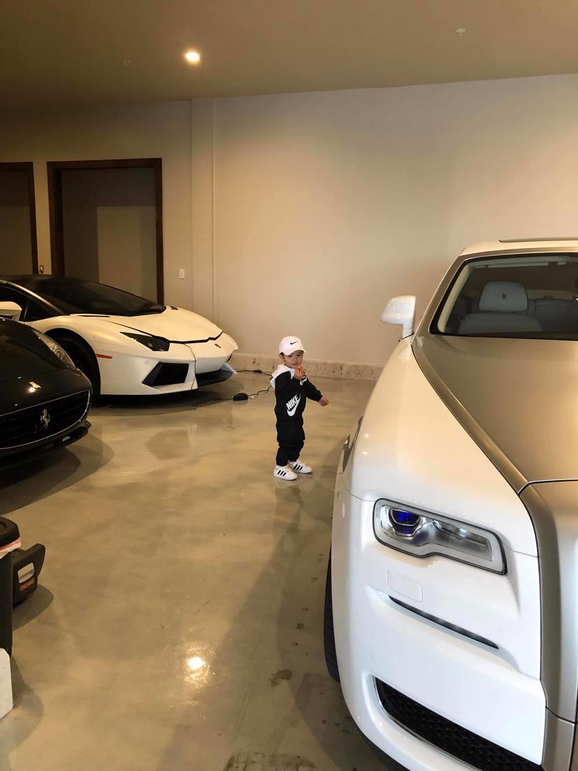 Bộ sưu tập siêu xe, xe siêu sang triệu USD của vợ chồng Thủy Tiên - Đan Trường thuở còn mặn nồng - Ảnh 4