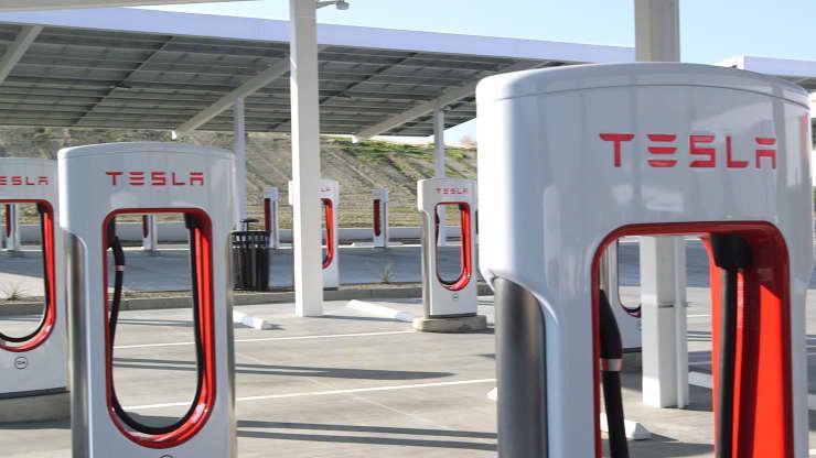 Tesla luôn tiếp thị về thế mạnh của hệ thống sạc xe điện của mình so với những sản phẩm xe điện của các công ty khác.
