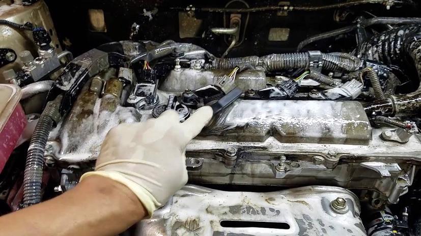 Cách vệ sinh khoang động cơ ô tô hiệu quả - Ảnh 1