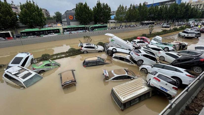 Hàng loạt ô tô ngập trong biển nước ở Trung Quốc - Ảnh 5