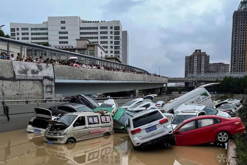 Hàng loạt ô tô ngập trong biển nước ở Trung Quốc - Ảnh 6
