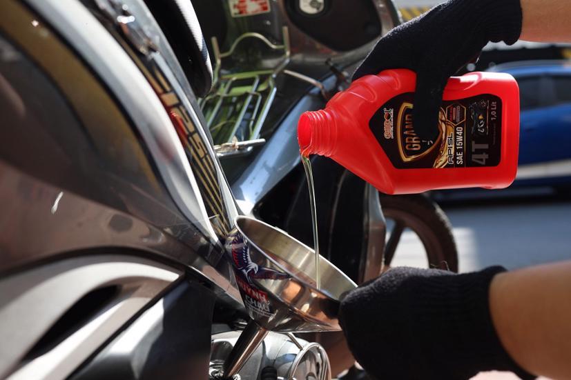 Cách thay nhớt cho xe máy tại nhà mùa dịch - Ảnh 1