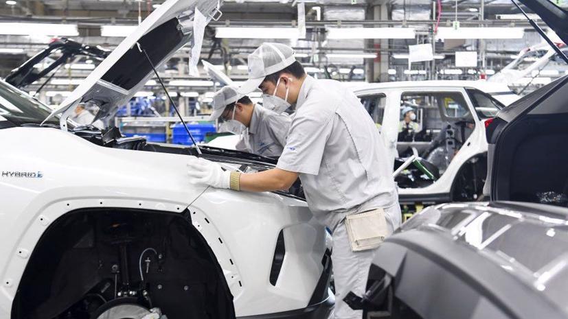 Nhà sản xuất ô tô số 1 thế giới đã điều chỉnh sản lượng trong tháng 9 và tháng 10, và nay lại dự kiến chỉ sản xuất 9 triệu xe trong năm tài chính đến hết tháng 3/2022, giảm so với 9,3 triệu xe dự báo trước đó.