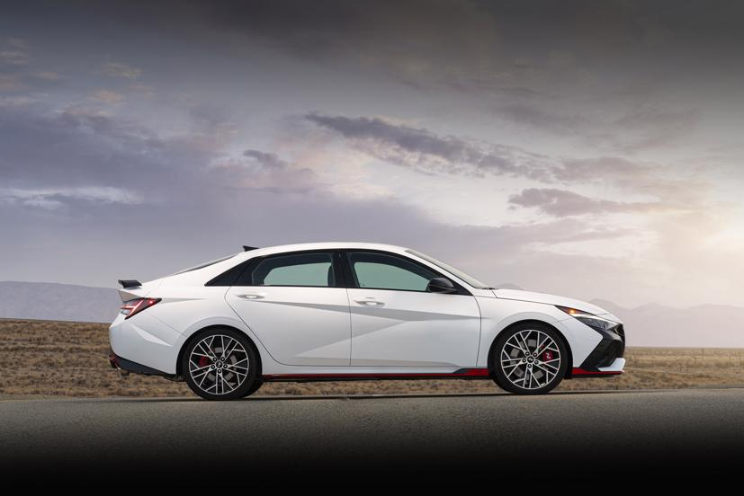 Hyundai Elantra N 2022 - sedan hiệu suất cao - Ảnh 2