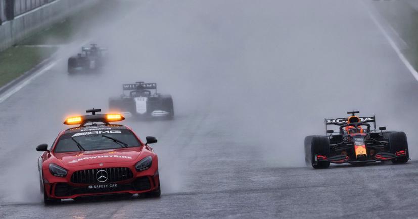 Xe an toàn đã phải xuất hiện để đưa các tay đua về garage tại chặng 12 F1 2021.