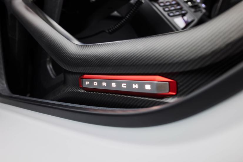 Porsche tiết lộ concept xe đua chạy hoàn toàn bằng điện - Ảnh 11