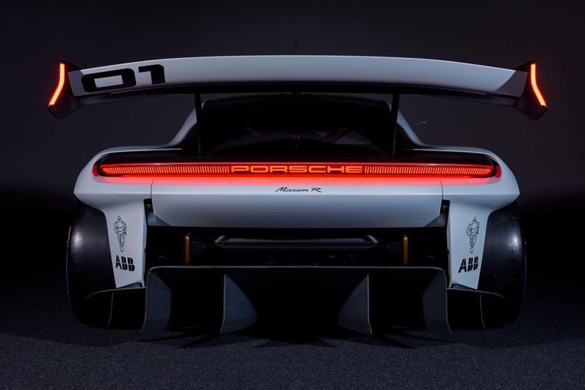 Porsche tiết lộ concept xe đua chạy hoàn toàn bằng điện - Ảnh 4