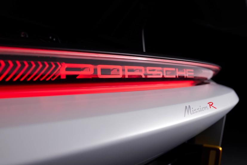 Porsche tiết lộ concept xe đua chạy hoàn toàn bằng điện - Ảnh 12