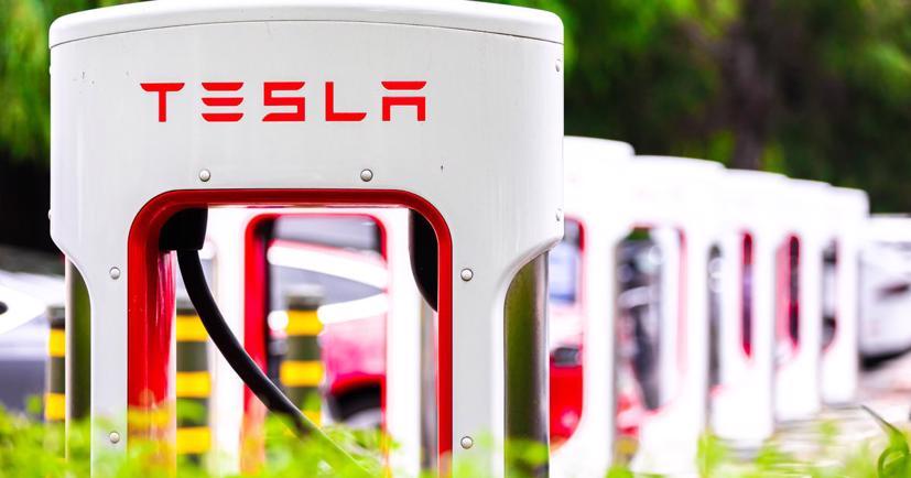 Tesla sáng chế cần gạt nước kính chắn gió ô tô bằng tia laser - Ảnh 1