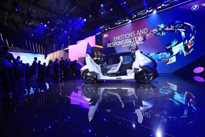 Concept BMW iVision Circular được làm từ các nguyên liệu 100% tái chế.