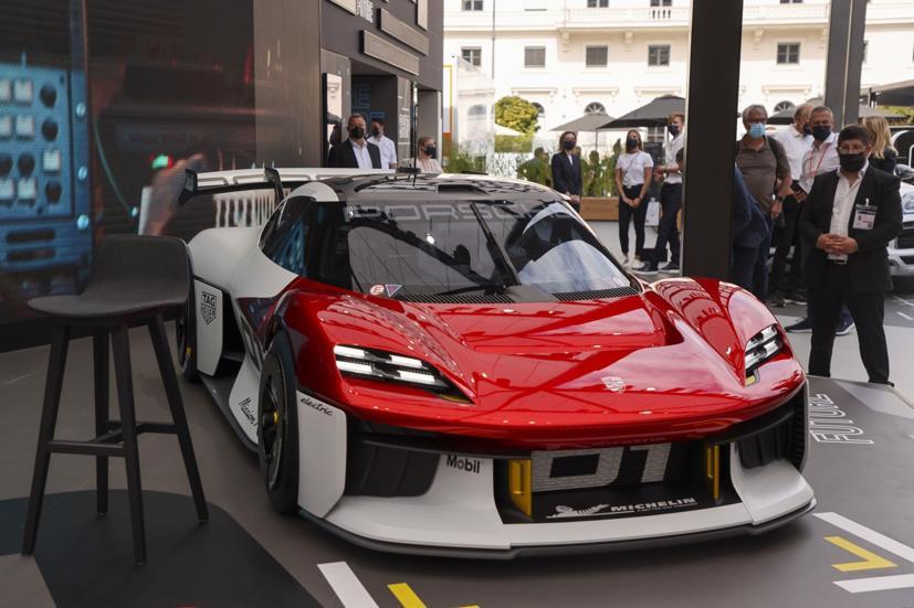 Concept xe đua chạy điện hoàn toàn Porsche Mission R.