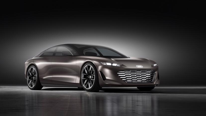 Audi Grandsphere. Audi đã gọi đây là chiếc sedan của tương lai: Với chiều dài khoảng 17,5 feet và rộng 6,5 feet, bánh xe 23 inch khổng lồ, Grandsphere lớn hơn so với phiên bản Audi A8 hàng đầu.