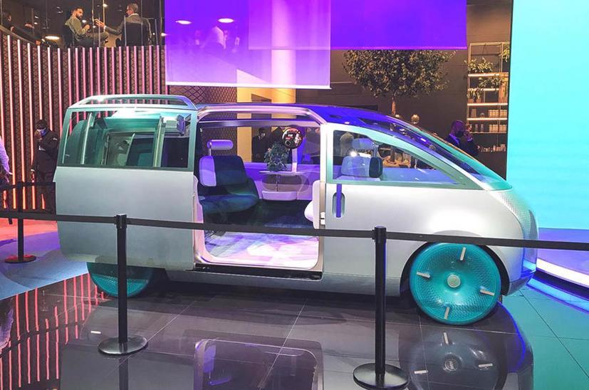 Mini Vision Urbanaut– Xe minivan phong cách tương lai có thể được sản xuất - Ảnh 4