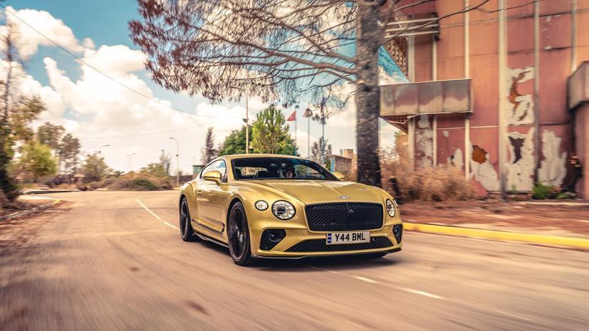 """Bentley Continental GT Speed 2022 ra mắt tại """"sân khấu"""" là căn cứ quân sự bỏ hoang  - Ảnh 1"""