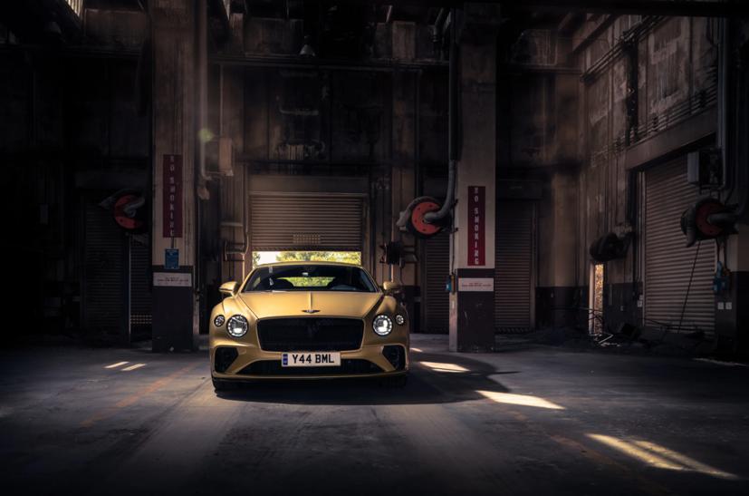"""Bentley Continental GT Speed 2022 ra mắt tại """"sân khấu"""" là căn cứ quân sự bỏ hoang  - Ảnh 6"""