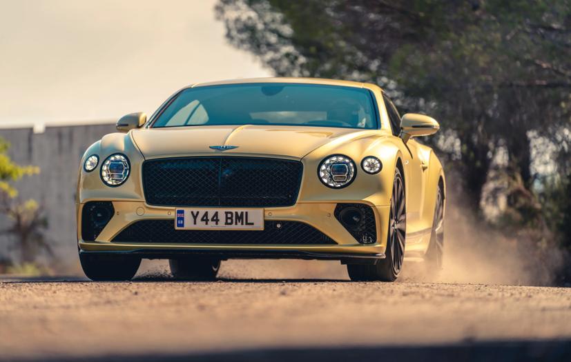 """Bentley Continental GT Speed 2022 ra mắt tại """"sân khấu"""" là căn cứ quân sự bỏ hoang  - Ảnh 5"""