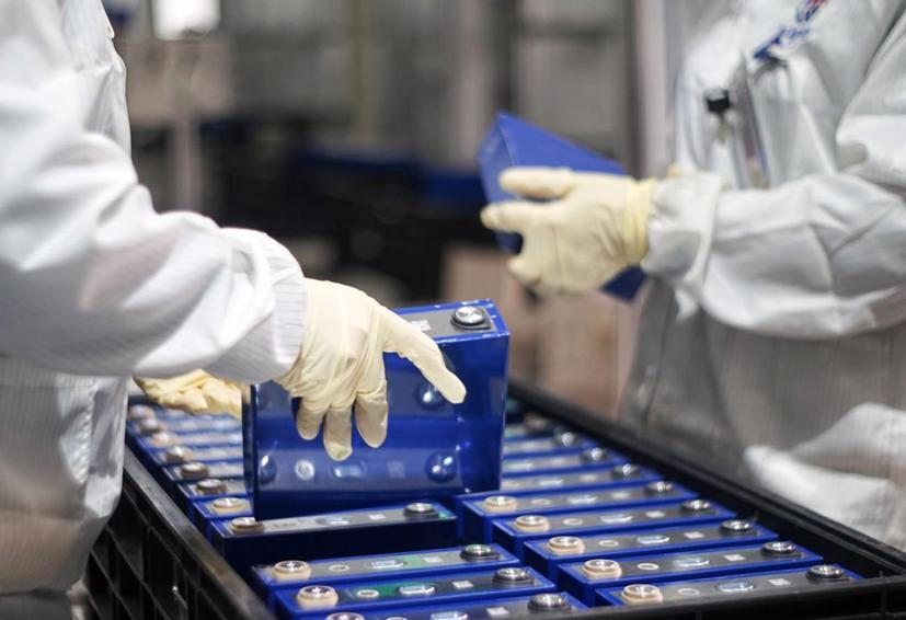 """Các nhà sản xuất ô tô mạnh tay đầu tư công nghệ mới tạo ra pin lithium """"xanh hơn"""" - Ảnh 1"""