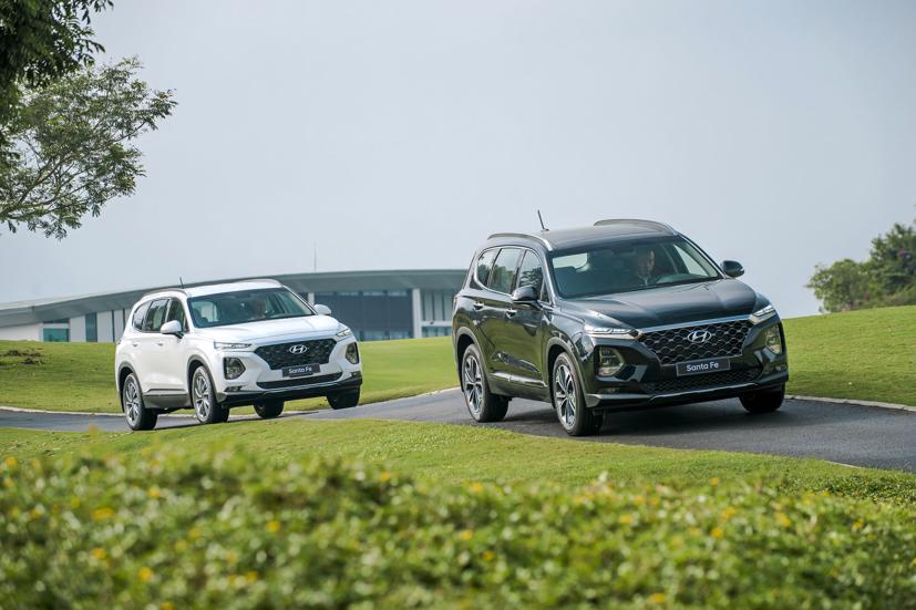 Mẫu xe Hyundai Santa Fe đời sản xuất từ năm 2020 đang được nhiều đại lý giảm giá áp dụng với mọi phiên bản.